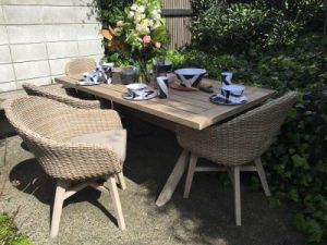 Outdoor table chairs set